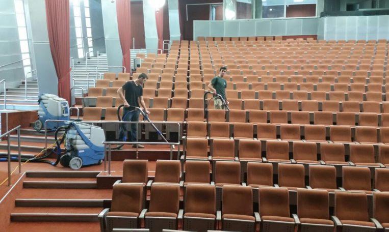 ניקוי שטיחים לאולמות קולנוע