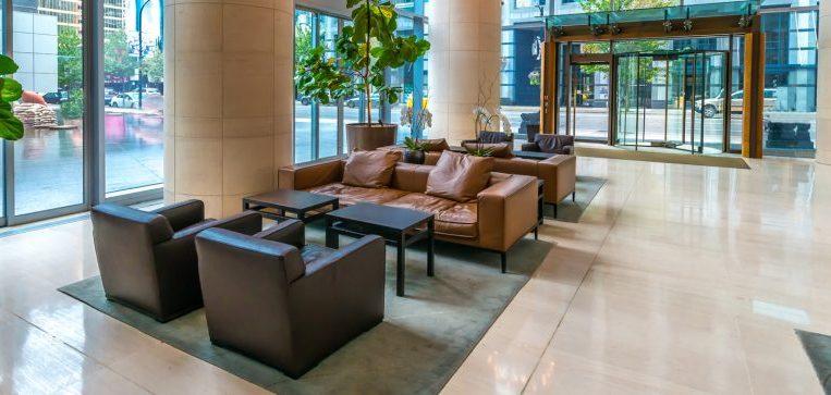 ניקוי שטיחים מקיר לקיר לבתי מלון - מקצוענים 2000